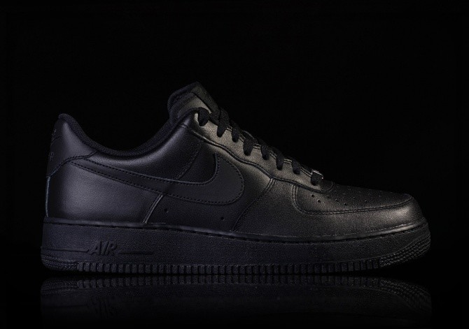 NIKE AIR FORCE 1 '07 BLACK