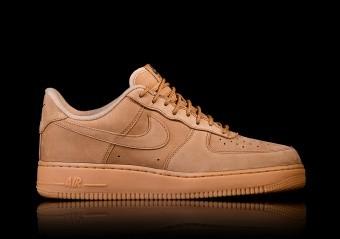e2d8d2254a932b Nazwa butów została wymyślona na wzór samolotu, którym lata prezydent  Ameryki. Same Air Force One były pierwszymi butami do koszykówki. OBUWIE  SPORTOWE