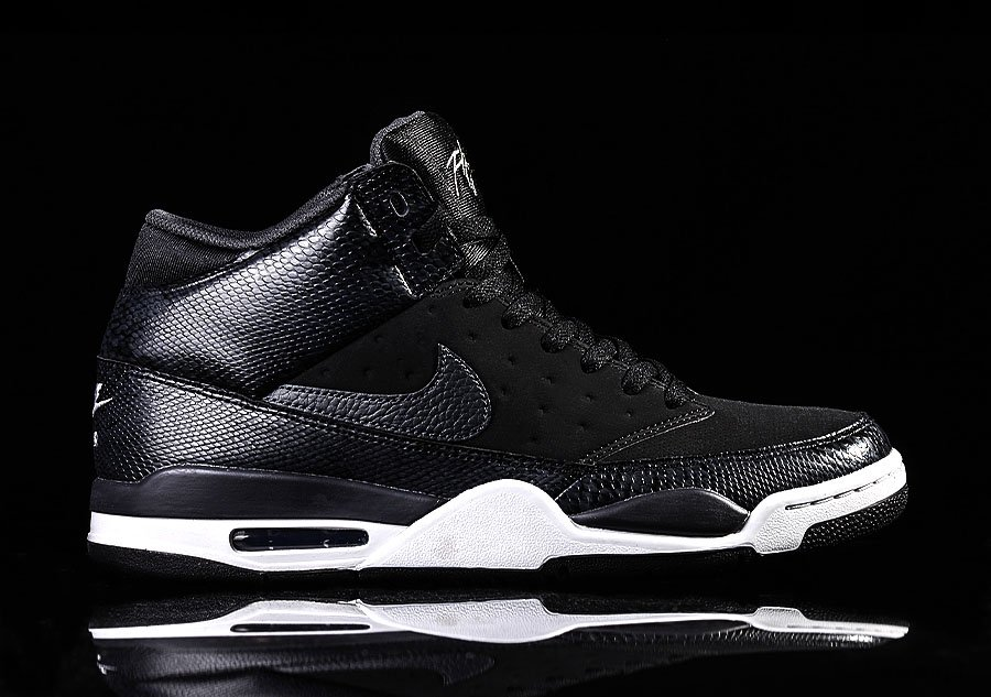 new concept ea963 2f54b NIKE AIR FLIGHT CLASSIC OREO voor €92,50  Basketzone.net